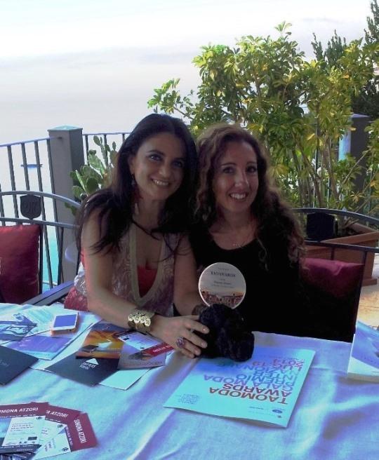 Agata Patrizia Saccone consegna il Tao Award 2014 per la danza a Simona Atzori